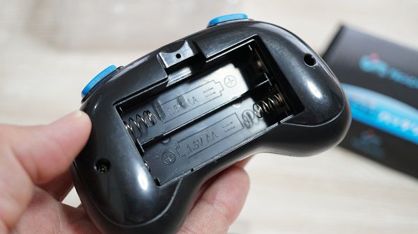 ミニドローンH36のリモコン電池挿入口